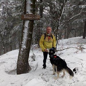 Joch a Dingo na vrcholu Burkův vrch (10.3.2019 14:29)