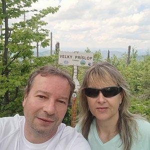 Jiří a Iveta na vrcholu Veľký Príslop (6.6.2021 13:01)