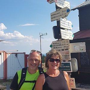 Fido a Myszka na vrcholu Pustevny (19.8.2018 16:05)