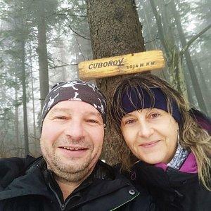 Jiří a Iveta na vrcholu Čuboňov (23.1.2021 14:13)
