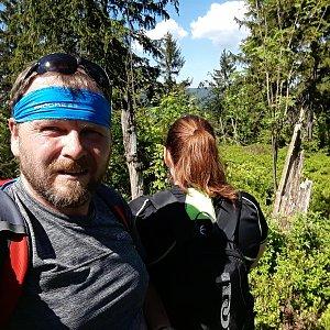 Martin a Jana Halamíčkovi na vrcholu Nad Kršlí (13.5.2018 14:36)