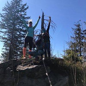 Kateřina Turčeková na vrcholu Nad Kršlí (7.4.2020 15:00)