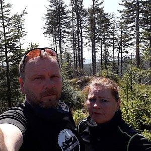 Martin a Jana Halamíčkovi na vrcholu Nad Kršlí (18.4.2020 13:10)