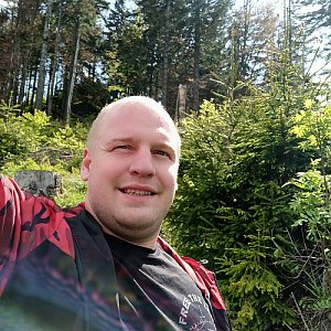 Petr Petrik na vrcholu Nad Kršlí (1.6.2020 15:20)