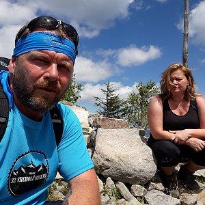 Martin a Jana Halamíčkovi na vrcholu Magurka Radziechowska (1.8.2020 12:13)