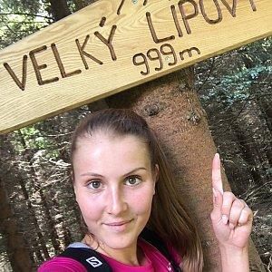 Natálie Cváčková na vrcholu Velký Lipový (15.7.2018 13:25)