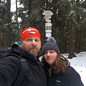 Martin a Jana Halamíčkovi na vrcholu Čertův mlýn (30.11.2019 10:44)