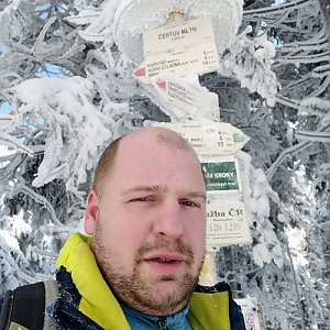Petr Petrik na vrcholu Čertův mlýn (14.2.2021 10:37)