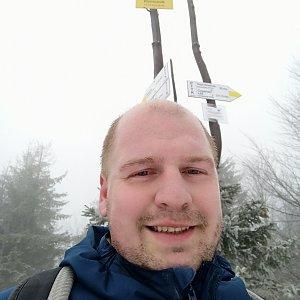 Petr Petrik na vrcholu Klimczok (6.2.2021 8:10)