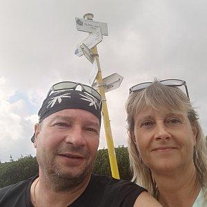 Jiří a Iveta na vrcholu Góra Pięciu Kopców (21.8.2021 11:23)