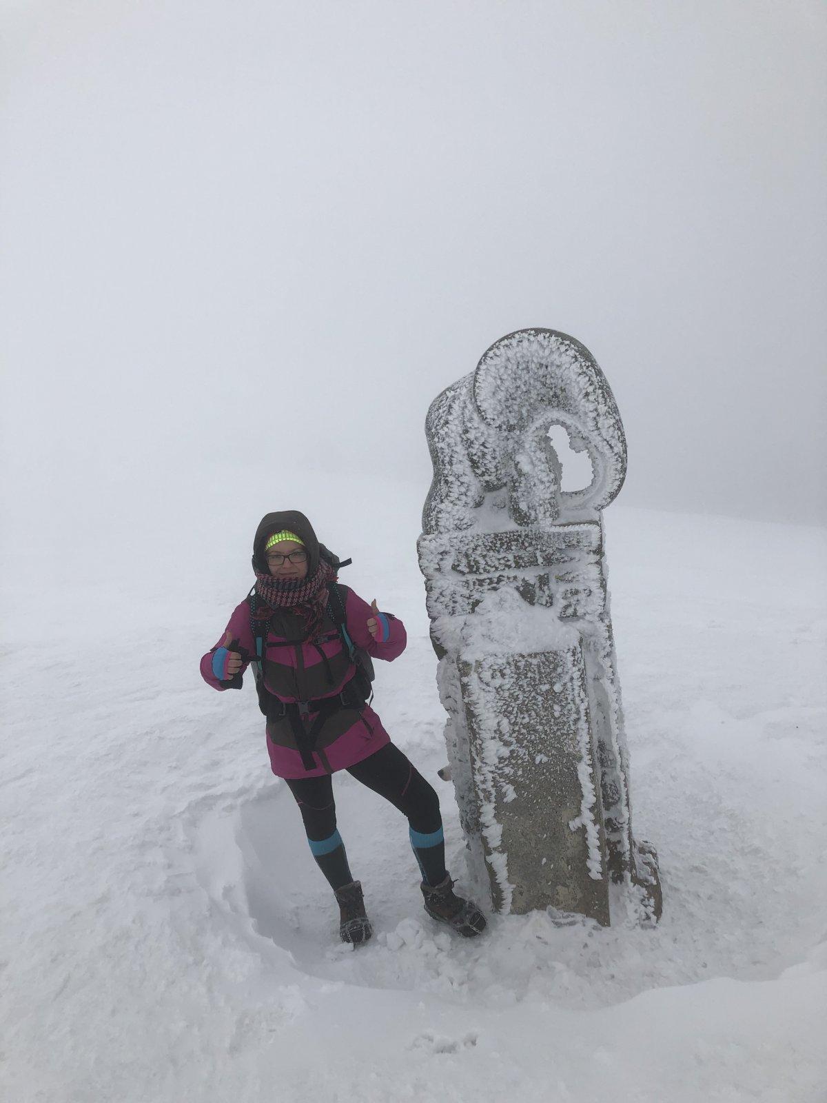 Zuzka Beyerová na vrcholu Králický Sněžník (9.2.2019)