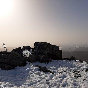 Petra S. na vrcholu Harrachovy kameny (25.2.2021 10:25)