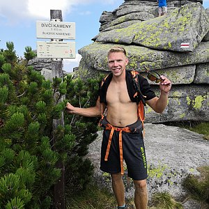 Tomáš Vašíček na vrcholu Dívčí kameny (7.8.2020 13:05)