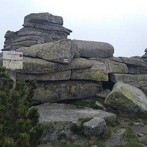 Eliška na vrcholu Dívčí kameny (16.6.2021 11:00)