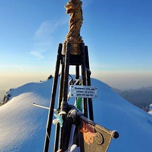 Patejl na vrcholu Zumsteinspitze / Punta Zumstein (12.9.2020 6:56)