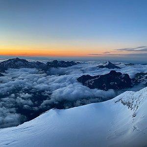 Martin Malý na vrcholu Nadelhorn (6.8.2021 7:30)