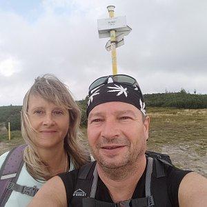 Jiří a Iveta na vrcholu Pilsko (21.8.2021 11:53)