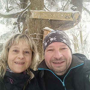Jiří a Iveta na vrcholu Malý Smrk (4.4.2021 10:54)