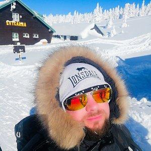 Michal Steffek na vrcholu Malý Děd (14.2.2021 13:23)