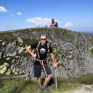 Tomáš Vašíček na vrcholu Sněžné Jámy  (7.8.2020 11:20)