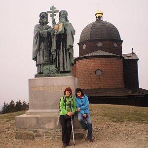 Vlasta a Zdena na vrcholu Radhošť (4.5.2018 17:25)