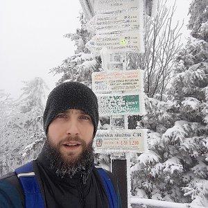 Filip Šimon na vrcholu Radhošť (7.2.2020 13:03)
