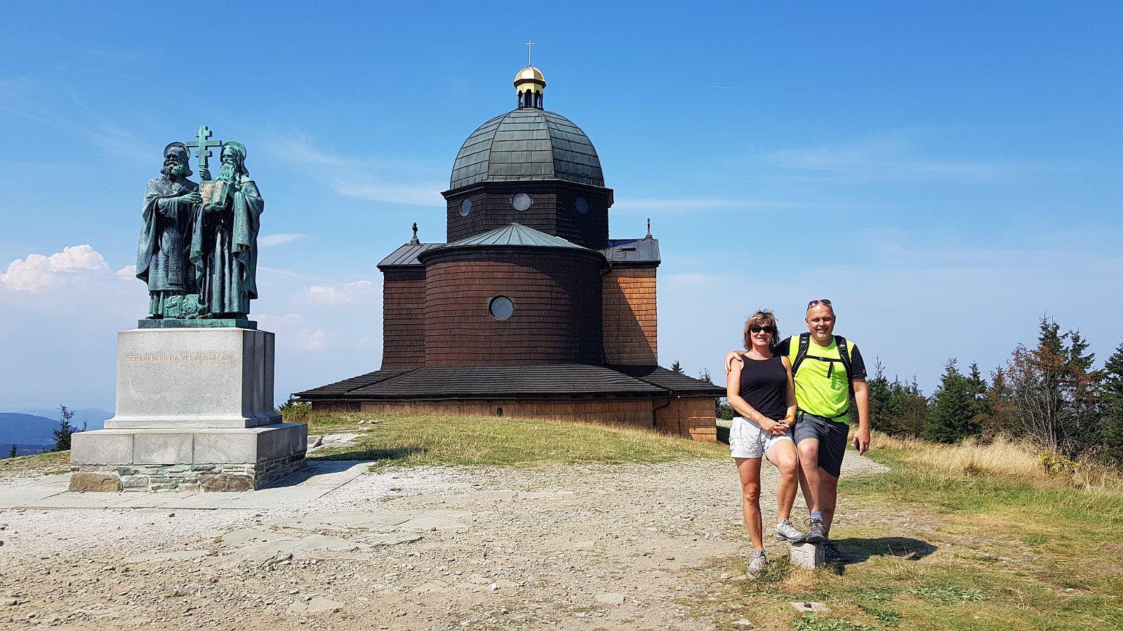 Fido a Myszka na vrcholu Radhošť (19.8.2018 13:20)