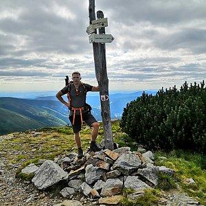 Tomáš Vašíček na vrcholu Kozí hřbety - V vrchol (5.8.2020 16:31)
