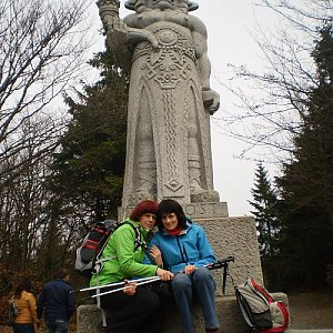 Vlasta a Zdena na vrcholu Radegast (4.5.2018 17:26)