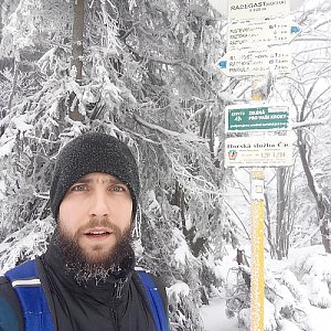 Filip Šimon na vrcholu Radegast (7.2.2020 12:20)