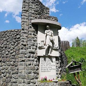 Jana F na vrcholu Pomník Maryčky Magdonové (3.6.2021 14:05)