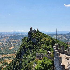 p_e_t_r_95 na vrcholu Monte Titano (9.7.2021 13:27)