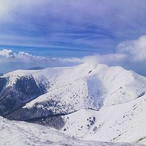 Martin Vlček na vrcholu Veľký Kriváň (22.3.2019 12:06)