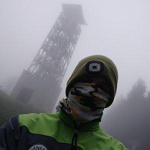 Jakub Mahdalík na vrcholu Velký Lopeník (3.5.2020 7:03)